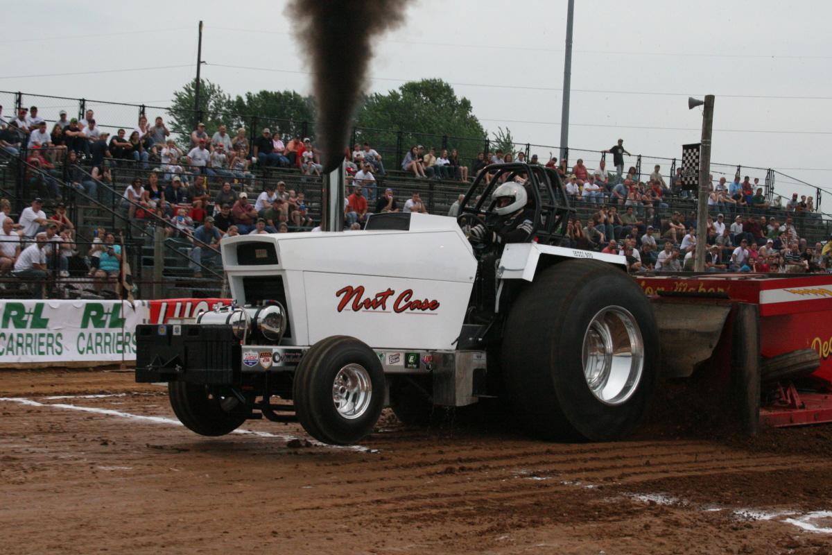 Case Pulling Tractors : East coast pullers llc